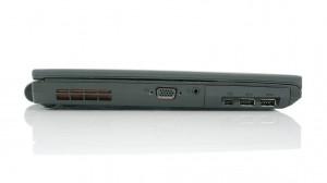Вид сзади: USB 2.0 порт, Gigabit Ethernet, аккумуляторная батарея, гнездо для подключения источника переменного напряжения, вентилятор.