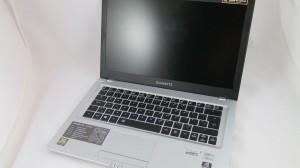 Gigabyte U2442F DSCF6186-900-90