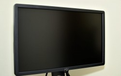 Clean-a-Computer-Monitor_LCD-Screen-Step-5