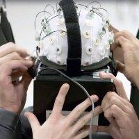 VR и экзоскелет помогают паралитикам встать на ноги