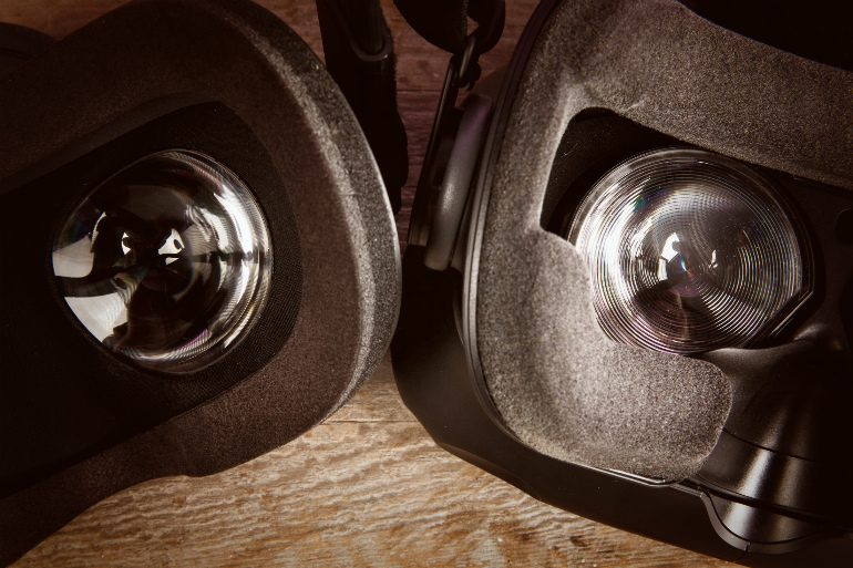 htc_vive_vs_oculus_rift_close